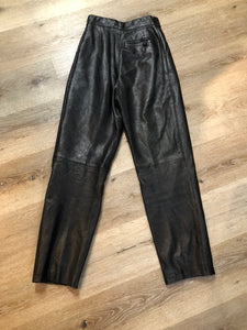 Kingspier Vintage - Black leather highrise pleated pants with tapered leg and front pockets