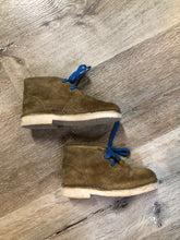 Load image into Gallery viewer, Kingspier Vintage - Clarks Originals tan suede two eyelet desert boots with crepe sole.  Size 8 Toddlers  Shoes are in excellent condition.