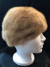 Load image into Gallery viewer, Kingspier Vintage - Vintage blonde fur hat looks like it could be mink. Interior lined in brown floral embroidered nylon mesh. Size small.  This hat is in excellent condition.