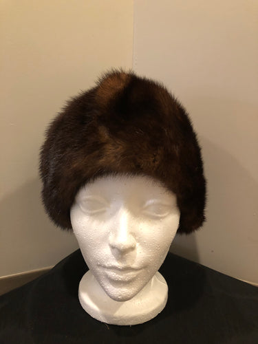 Kingspier Vintage - Vintage dark brown fur hat. Interior is lined .Size small.  This hat is in excellent condition.