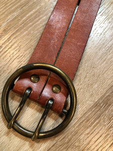Kingspier Vintage - Brown leather belt with decorative leather stitching and brass circle buckle.
