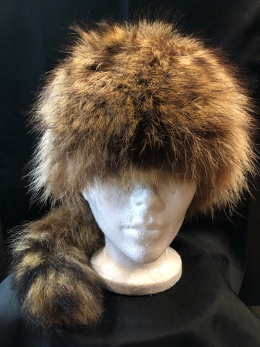 "Kingspier Vintage - Racoon fur hat with tall.  Circumference - 21""  Fur is in great condition, some shattering in the quilted inner lining."