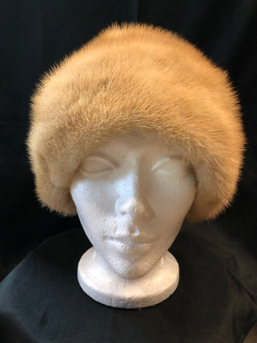 "Kingspier Vintage - Morgan's blonde fur hat with pink satin like lining   Circumference - 21""  This hat is in excellent condition."