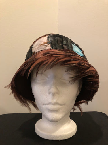 "Kingspier Vintage - Vintage brown felt hat with black, brown, blue and pink feathers. No tags.  Circumference - 21""   Hat is in excellent vintage condition."