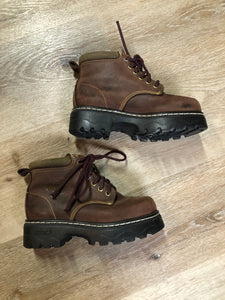 Kingspier Vintage - Roots Tuff hiking boots in brown nubuck leather with padded ankle and thick sole. Made in Canada  Size 6 womens  The uppers and soles are in excellent condition.