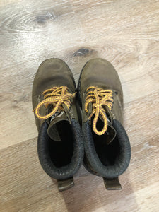 Kingspier Vintage - Roots Tuff hiking boots in olive green nubuck leather with padded ankle and thick sole. Made in Canada   Size 6.5 womens  The uppers and soles are in good condition with some all over wear.