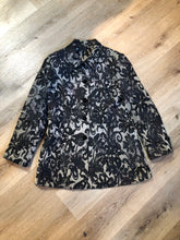 Load image into Gallery viewer, Kingspier Vintage - Grey and black floral jacket with button closures and a black inner lining. Size medium.