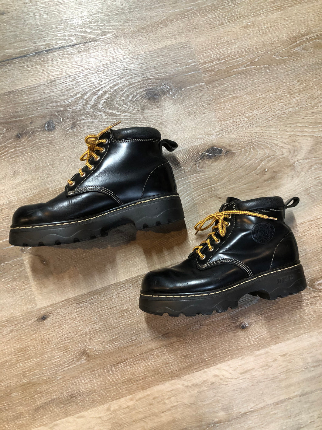 Kingspier Vintage - Roots Tuff hiking boots in black smooth leather with padded ankle and thick sole. Made in Canada.  Size 7.5 womens  The uppers and soles are in excellent condition with some minor wear.