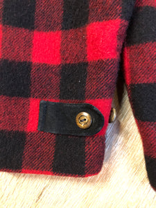Kingspier Vintage - Woolrich buffalo plaid 85% wool and 15% nylon blend jacket with button closures, patch pockets and Thermo lite quilted lining. Made in USA. Size large.