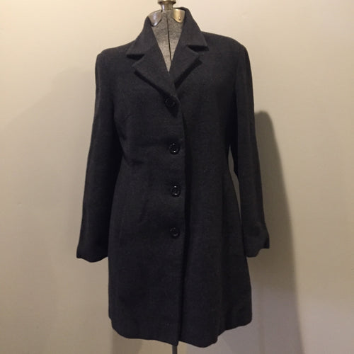 Kingspier Vintage - Bloomingdales dark grey 100% lambswool coat with button closures, vertical pockets and a rayon lining. Made in Italy. Size 8.