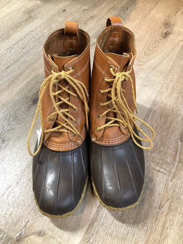 "Vintage LL Bean ""Bean Boots"" or ""Duck Boots"" 6 eyelet lace up rain boot with full grain leather upper and a waterproof rubber covering the foot and a rubber chain-tread outsole. Made in Maine, USA.  Size 12 Mens  The uppers and soles are in excellent condition."
