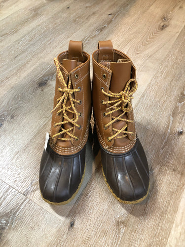 "Vintage LL Bean ""Bean Boots"" or ""Duck Boots"" 6 eyelet lace up rain boot with full grain leather upper and a waterproof rubber covering the foot and a rubber chain- tread outsole. Made in Maine, USA.  Size 7.5 Womens  The uppers and soles are in excellent condition."