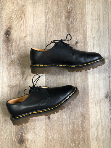 Vintage Doc Martens Originals 1461 black smooth leather oxford shoes with air cushioned sole. Made in England.  Size US 7 women's   *Shoes are in excellent condition.