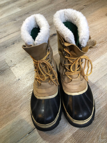 Sorel Caribou storm boots with wool insulation lining, waterproof construction and rubber outsole.   Size 8 Womens  The uppers and soles are in excellent condition.