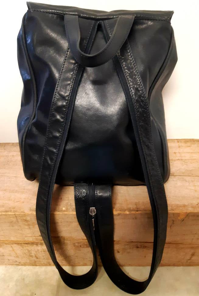 Vintage Peruzzi leather backpack . Made in Italy