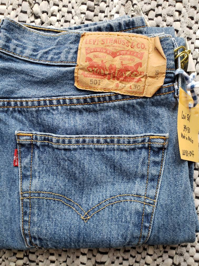 Kingspier Vintage - Classic vintage Levi's 501 button fly., Made in Mexico. 34