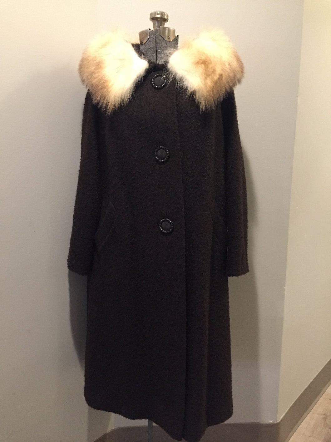 Kingspier Vintage - Beautiful mid-century brown boulé wool coat with a white fox fur collar. Fits a size 12, length: mid calf.