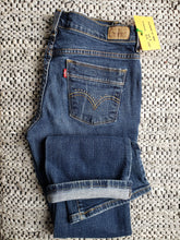 "Load image into Gallery viewer, Kingspier Vintage - Women's Levi's 515 with embellishments pocket trim, Size 4 : 30""x29"", Excellent condition, Made in Mexico, Excellent condition, Gently broken in."