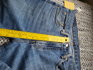 "Kingspier Vintage - Classic Levi's 516, 33""x34"" MEASURES (35"" X 35.5""), Excellent condition., Made in Bangladesh., Excellent condition, Gently broken in."