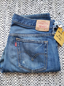 "Kingspier Vintage - Classic Levi's 501 button fly.   35""x32""  Made in Mexico Very good condition Gently broken in with several distress points pictured."
