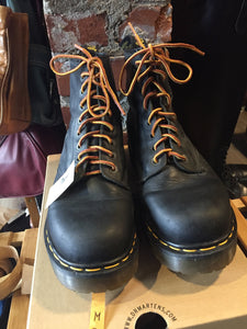 Kingspier Vintage - <p>Black Doc Martens 1460, eight eyelet. <br> Made in England <br> Size US M 9<br> Excellent condition! As new.</p>