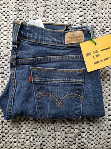 "Kingspier Vintage - Women's Levi's 515 with embellishments pocket trim, Size 4 : 30""x29"", Excellent condition, Made in Mexico, Excellent condition, Gently broken in."