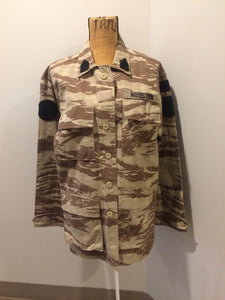 "Kingspier Vintage - This desert camouflage light military jacket is in great condition. Made of cotton with 4 large cargo pockets, velcro rank patches, and ""Houston"" embroidered name patch. Size L."