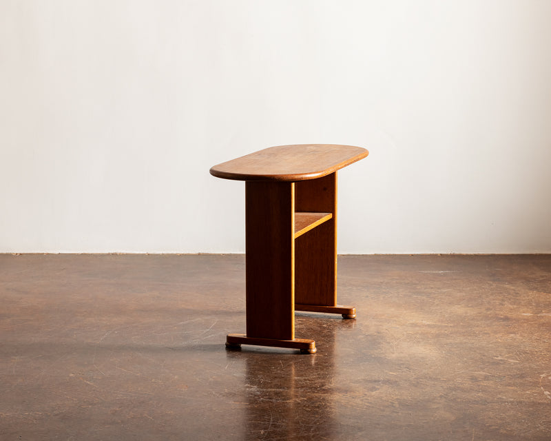 Elegant Side Table in Oak by Fritz Hansen. Denmark, 1940s.