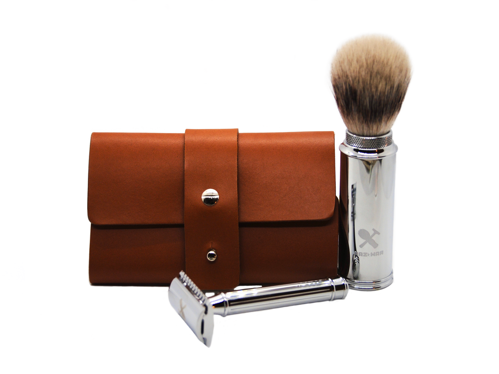 Deluxe travel shaving set