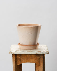Handmade Berg's Julie 14cm Rosa indoor terracotta houseplant pot.