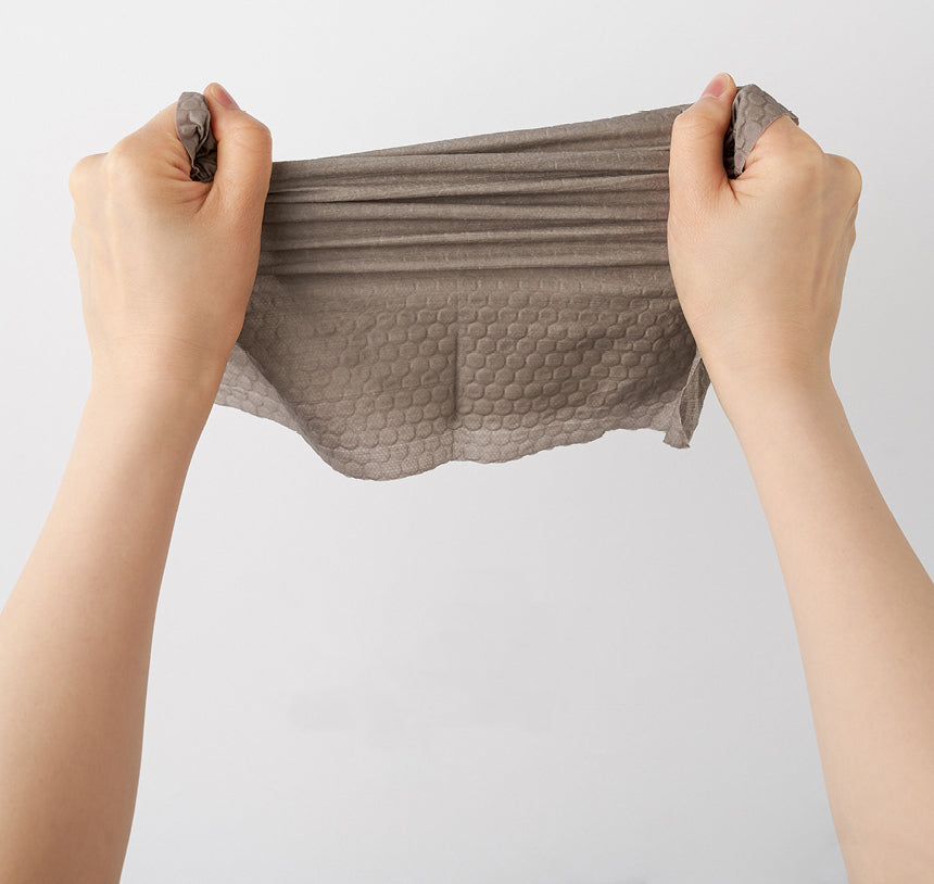 Stretching demonstration for Dearcus ONEDAY Kitchen towels. Strong and durable fibres that do not tear easily.