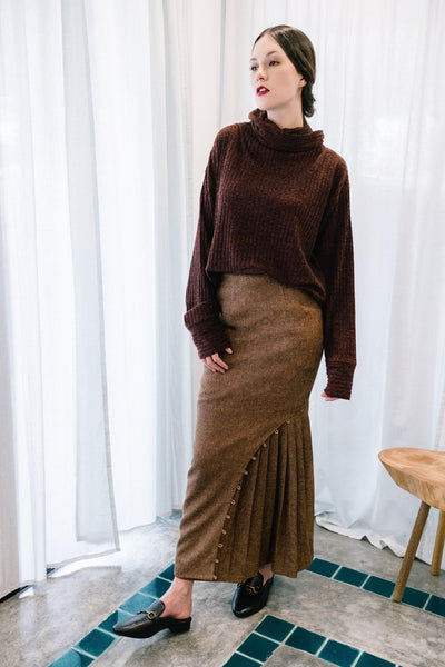 Loop Side Pleated Skirt in Brown