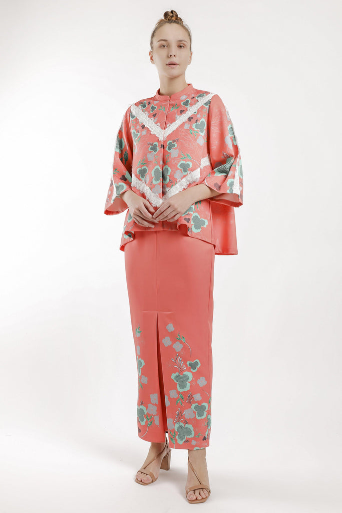 Kimora Loose Kebaya Set in Coral Orange