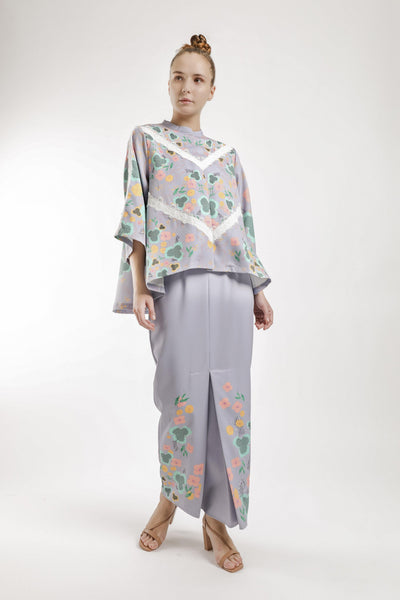 Kimora Loose Kebaya Set in Greyish Purple