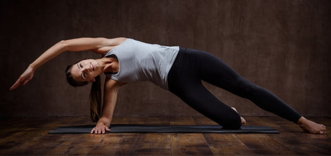 side plank demonstration of a lady improvised to make it easier for beginners