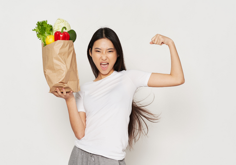 lady carrying grocery bag easily as a result of strength gained from doing pullups