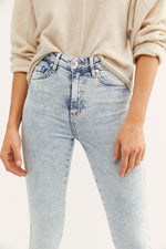 Load image into Gallery viewer, Free People Raw Hem Acid Wash High Rise Jegging