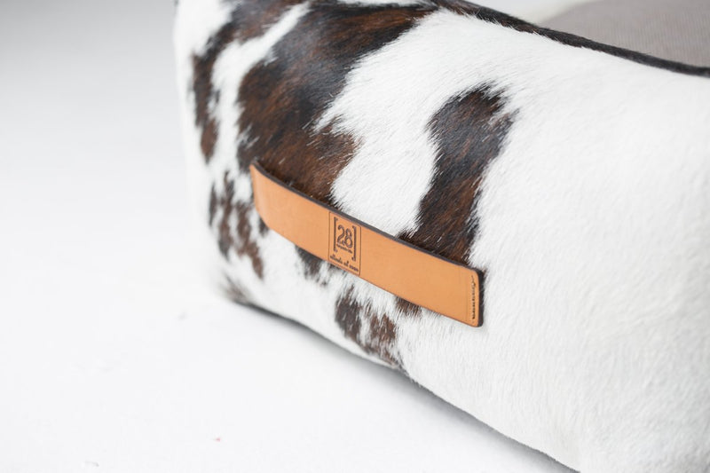 Duepuntootto Pony-Look Finishing Henri Dog Bed Natural Cow Leather - Nero & Sofia