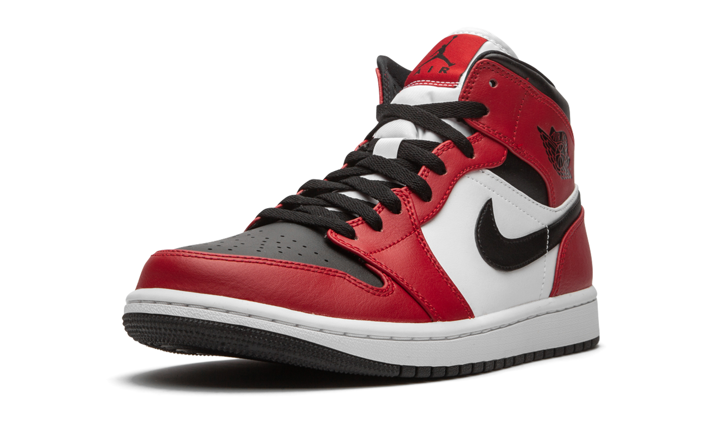 Jordan Air Jordan 1 'Chicago Black Toe' - Street Peek
