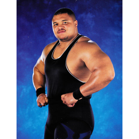 *Signed* D'Lo Brown Flex Pose 8 x 10 Promo