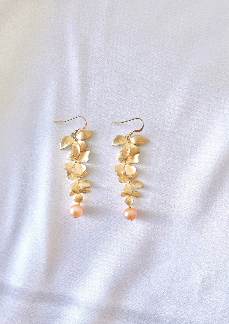 "<img src=""pearl.png"" alt=""Gemstones jewelry pearl handmade earrings gold filled by ERIJEWELRY"">"