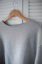 Load image into Gallery viewer, Vintage Cropped Sweatshirt : Grey
