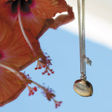Hawaii shell necklace with a red floer