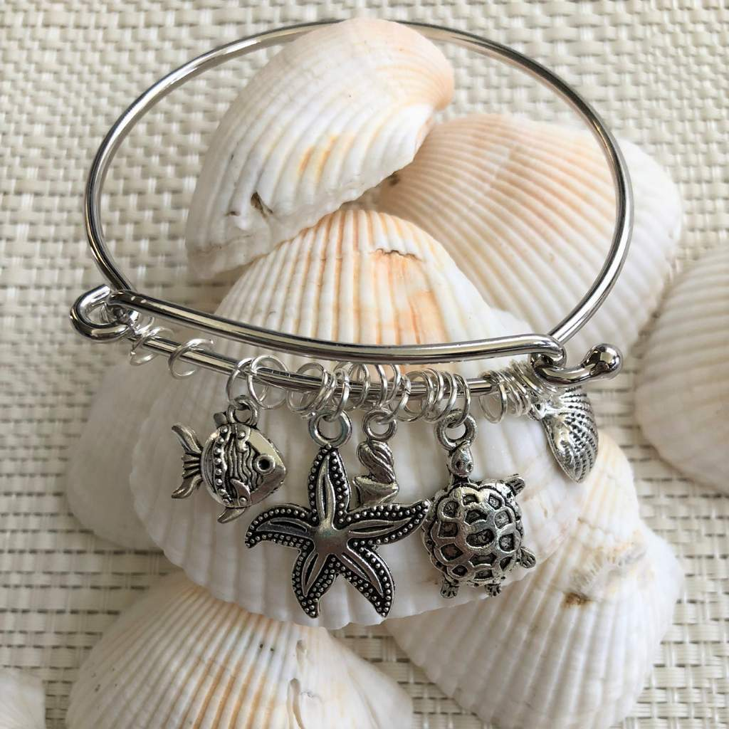 Beach Themed Silver Shell Bangle Bracelet - JaeBee Jewelry