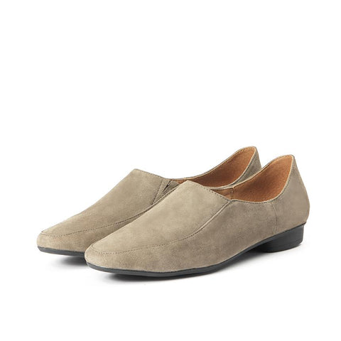 【Ito Loafers】柔軟絨面平底樂福鞋_Taupe