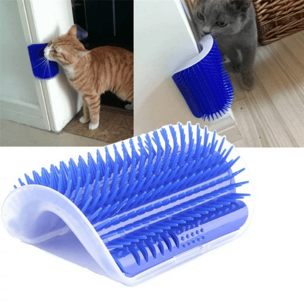 In the background, two cats are rubbing their face against two different Corner Brush. In the foreground, a zoom view of the corner brush.