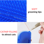 Zoom of the soft silicon tips of the Cat Corner Brush. In the image below, it is showed hot to add the catnip in the side channels of the brush.