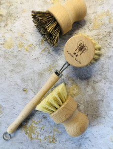 Plant-based biodegradable kitchen cleaning brushes.