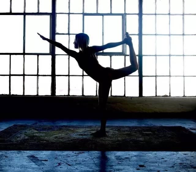 Do girls need to wear underwear when practicing yoga?