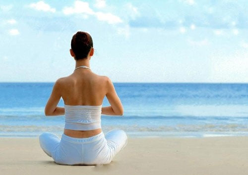 How can beginners avoid harm when practicing yoga?